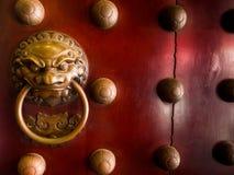 Kinesisk dörr i templet för Buddhatandrelik, 12 September 2017, allsång Royaltyfria Foton