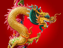Kinesisk drake med röd bakgrund Royaltyfri Bild
