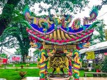 Kinesisk drake och paviljong arkivfoto