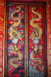 Kinesisk drake på dörren Arkivbilder