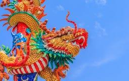 Kinesisk drake på polen Arkivfoton