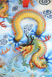 Kinesisk drake på väggen Arkivbild