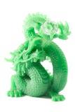 Kinesisk drakeskulptur för jade på vit bakgrund Arkivfoto