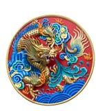 Kinesisk drakeväggskulptur som isoleras på vit bakgrund royaltyfri fotografi