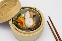 kinesisk dunkel fisk ångad summa Royaltyfria Foton