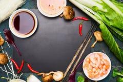Kinesisk eller thailändsk matlagningmatbakgrund Asiatiska matingredienser, ram Fotografering för Bildbyråer