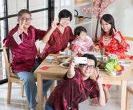Kinesisk familjselfie Fotografering för Bildbyråer