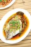 kinesisk fisk ångad stil Arkivbilder