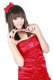 kinesisk flicka som gör upp Arkivfoto