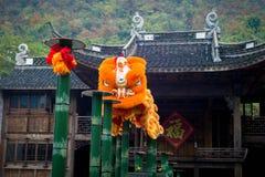 Kinesisk folk lejondans Arkivbilder