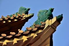 Kinesisk forntida arkitekturgazebo, glasade tegelplattor Arkivbilder