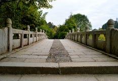 Kinesisk forntida stenbro royaltyfria foton