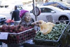 kinesisk gammal kvinna arkivfoton