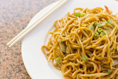 Kinesisk grönsak Lo Mein Arkivfoton