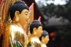 Kinesisk guld- staty arkivfoton