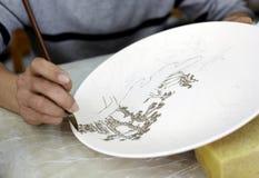 kinesisk handmålning för keramik arkivbild