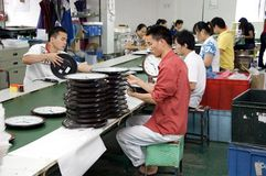 kinesisk klockafabrik fotografering för bildbyråer