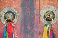 Kinesisk knackare för dörr för tempelarkitekturmetall Royaltyfri Bild