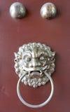 Kinesisk knopp för lejonframsidadörr royaltyfri bild