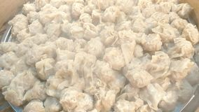 Kinesisk kokkonst, dim sum i bambuångare, slut upp lager videofilmer