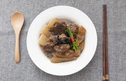 Kinesisk kokkonst-, kalops- och nötköttsena Arkivbild