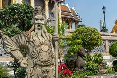 Kinesisk konst för Worrior skulptur på Wat Phra Keaw arkivbilder