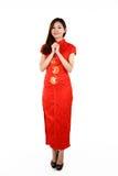 Kinesisk kvinna i traditionella röda Cheongsam Arkivfoto