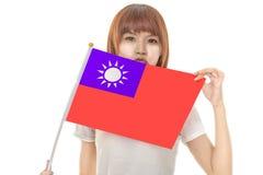 Kinesisk kvinnlig hållande Taiwan flagga Arkivbilder