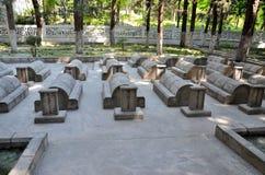 Kinesisk kyrkogård eller Kina Yadgar med gravar och gravvalv av kinesiska soldater och arbetare på den Karakoram huvudvägen Gilgi Royaltyfria Foton