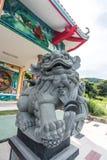 Kinesisk lejonskulptur på den kinesiska templet Royaltyfria Bilder