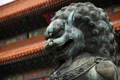Kinesisk lejonstaty - nära övre Arkivbilder