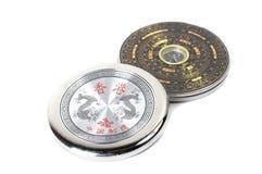 Kinesisk magnetisk kompass - Luopan bakgrund isolerad white Royaltyfria Foton