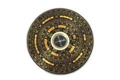 Kinesisk magnetisk kompass - Luopan bakgrund isolerad white Royaltyfri Foto