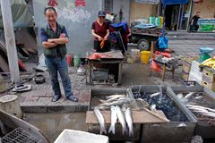 kinesisk marknadsgata Arkivfoto
