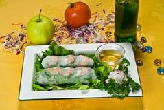kinesisk mat rullar fjädern Royaltyfri Foto