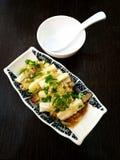 Kinesisk maträtt kryddad kall aubergine Arkivbild
