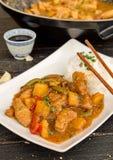 Kinesisk matsötsak och surt griskött royaltyfri foto