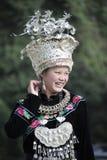 Kinesisk Miao nationalitykvinna Arkivfoton