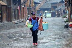 kinesisk miaonationalitykvinna Arkivbilder