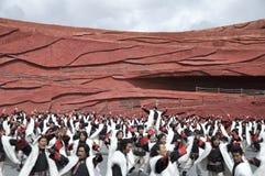 kinesisk minoritet för skådespelarear som är utomhus- per teater Arkivfoto