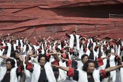kinesisk minoritet för skådespelarear som är utomhus- per teater Royaltyfria Bilder