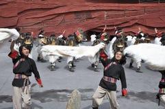 kinesisk minoritet för skådespelarear som är utomhus- per teater Royaltyfri Fotografi