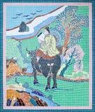 kinesisk mosaikstil tiles den traditionella väggen Arkivfoto