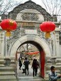 Kinesisk och västra beståndsdeldörr Arkivfoton