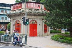 Kinesisk offentligt bibliotekbyggnad i Sao Francisco Garden i Macao, Kina Royaltyfri Fotografi