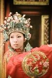 kinesisk operaståendekvinna arkivbild