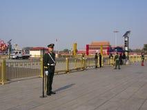 Kinesisk ordningsvakt på Tian en manfyrkant Lopp i Peking C arkivbilder