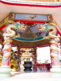 Kinesisk paviljong och drakar Arkivfoto