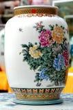 kinesisk porslinvase royaltyfria bilder