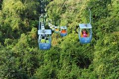 Kinesisk Ropeway över regnskogen royaltyfri foto